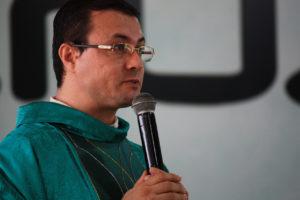 alegria de ser padre diocesano e pertencer ao carisma Filhos da Cruz