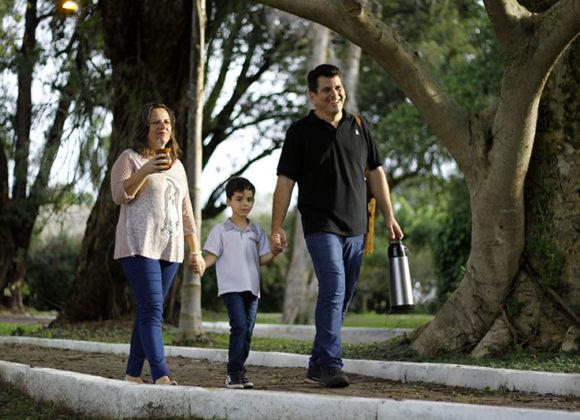 O quarto mandamento da lei de Deus ensina o homem a honrar os pais
